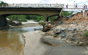 Fique atento ao refluxo de água durante as chuvas fortes e temporais