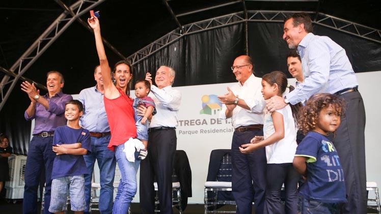 Em São José do Rio Preto, 1,3 mil famílias recebem as chaves da casa própria