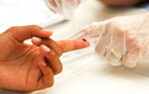 Terminal São Mateus da EMTU distribui kits para testes de HIV