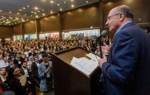 Alckmin anuncia financiamento para renovação de frota dos municípios