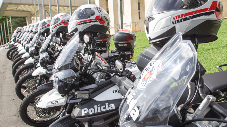 PM recebe 523 novas motocicletas e mais 50 carros de patrulhamento