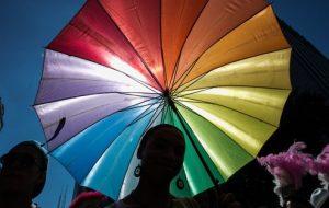 Justiça oferece serviços de denúncia que apoiam população LGBT