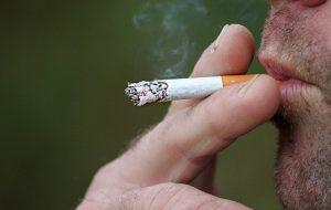 Icesp faz 'Blitz da Saúde' contra cigarro no Pátio Metrô São Bento