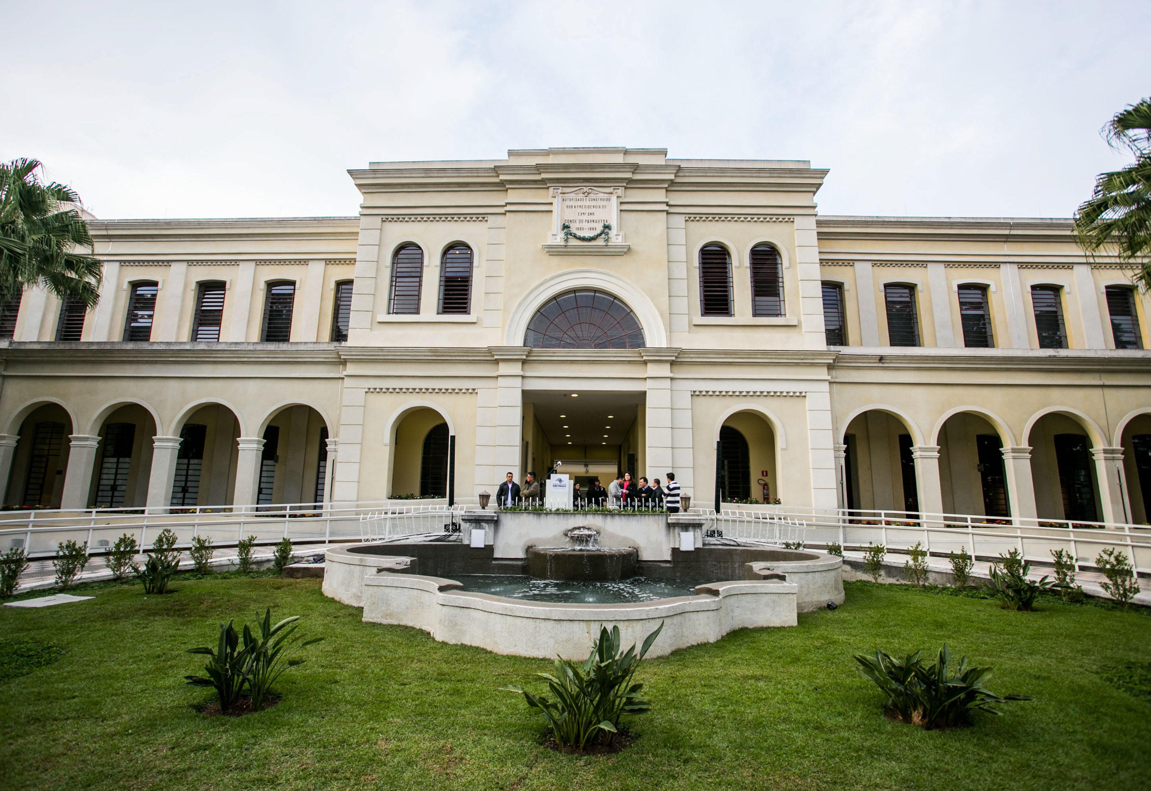 Museus podem ser visitados de trem
