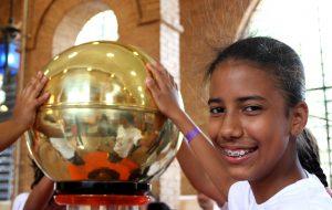 USP Ribeirão Preto incentiva meninas a se tornarem cientistas