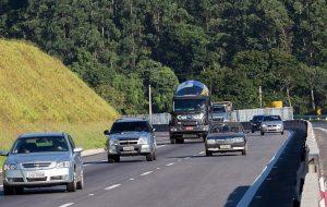 Estradas: programe-se para evitar congestionamentos no feriado