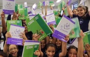 Saiba como é feita a produção dos livros das escolas públicas
