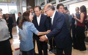 Alckmin e Dória entregam o exame de número 250 mil