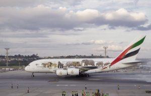 Maior avião comercial do mundo aterrissa em Guarulhos