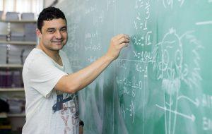 Projeto de lei reduz período de afastamento de professor temporário