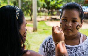 Diretoria de Ensino de Caraguatatuba realiza exposição para celebrar povos indígenas