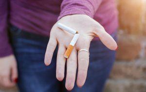 Exposição no Terminal São Mateus alerta sobre os males do tabaco
