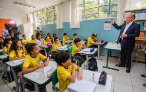 Alckmin dá aula a estudantes sobre uso consciente de recursos hídricos