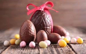 IPEM-SP fiscaliza ovos de Páscoa com brinquedos