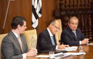 Alckmin assina convênios que permitem polícia acessar sistemas para bloquear celulares