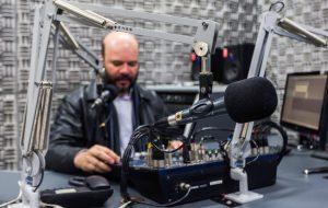Rádios AM de São Paulo assinam contrato para passar a operar em FM