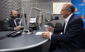 Rádios AM de SP assinam contrato para operar em FM