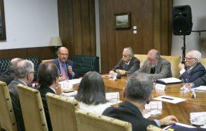 Governo de SP discute licitações de petróleo e gás no Estado