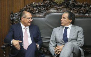 No Senado, Alckmin se reúne com Eunício Oliveira para discutir ICMS