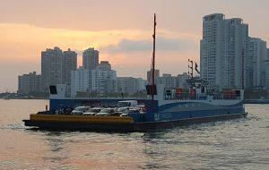 Travessia Santos/Guarujá ganha embarcação modernizada