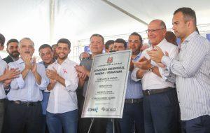 Famílias removidas de áreas de risco recebem moradias em São Vicente