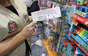 """Operação """"Papai Noel"""" vê problemas em 29% dos comércios de SP"""