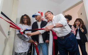 Famílias da região central da capital recebem apartamentos da CDHU