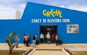 Ribeirão Corrente ganha Creche Escola e assina convênios
