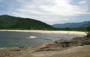Quer aproveitar o calor? Veja as melhores praias para crianças em SP