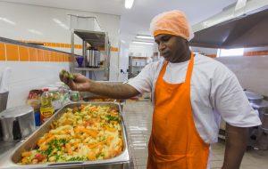 Maior programa de alimentação do Brasil, Bom Prato faz 17 anos
