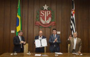 Alckmin sanciona lei que garante maior proteção e benefícios ao consumidor