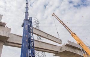 Metrô faz lançamento de primeira viga da Linha 17-Ouro na Marginal Pinheiros