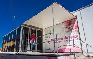 Carreta do Mulheres de Peito fica em Cotia até 28 de abril