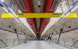 Metrô faránovo túnel de transferência entre estações Consolação e Paulista