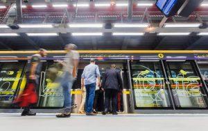 Com iluminação especial, Metrô homenageia os 465 anos da capital