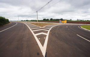 Estradas vicinais do Centro-Oeste paulista recebem obras de melhorias