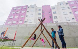 Famílias de Guarulhos recebem moradias e obras contra enchentes