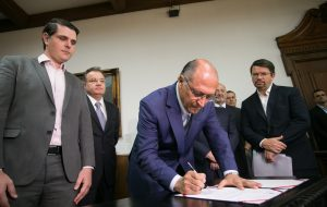 Alckmin anuncia reajuste salarial de 3,5% para os servidores públicos