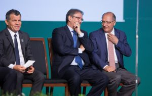 Alckmin participa de assinatura de adesão ao Internet para Todos