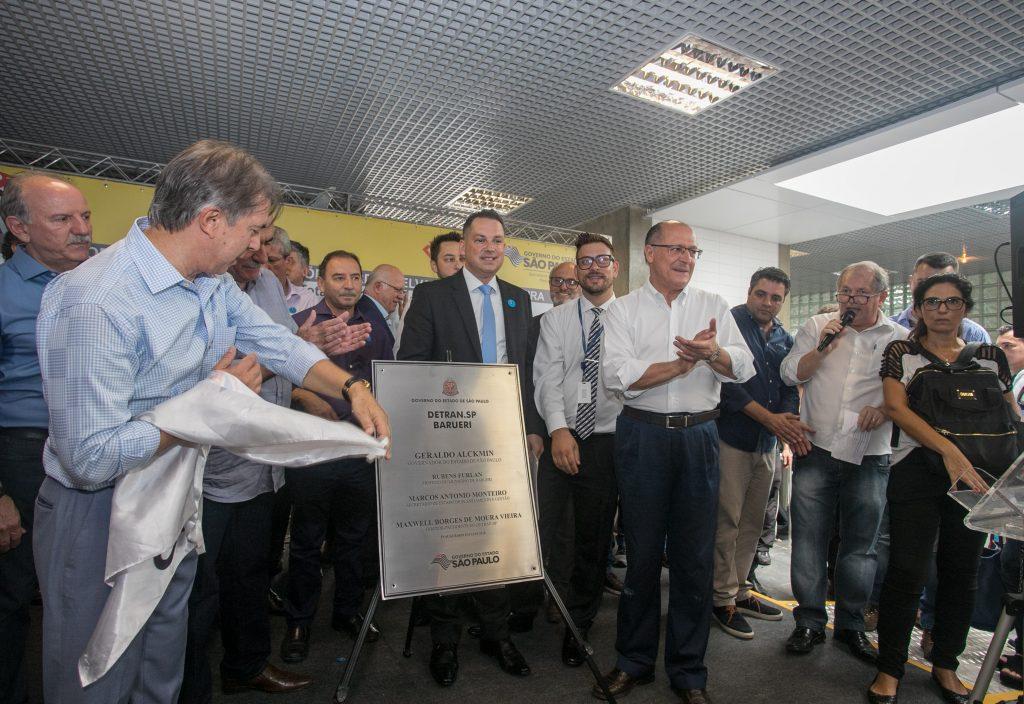 Presidenciáveis lamentam ataque à caravana do ex-presidente Lula no Paraná
