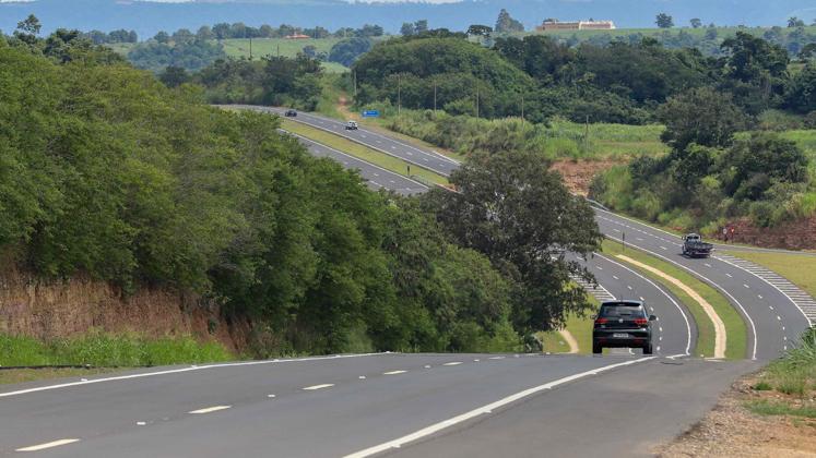 Governo estadual entrega último trecho de duplicação da rodovia SP-304