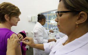 Márcio França abre campanha de vacinação contra a gripe em SP
