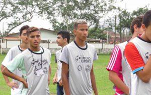 'Futuro no Esporte' leva conhecimento sobre futebol a jovens