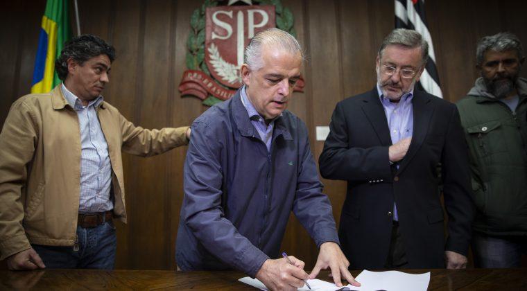 Márcio França abre diálogo com caminhoneiros para liberar estradas de SP
