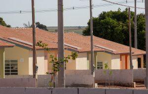 Secretaria da Habitação entrega casas em Guatapará