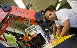 Etecs e Fatecs atraem candidatos em busca de emprego e carreira
