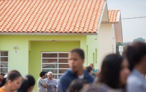 CDHU atende famílias para regularização de contratos