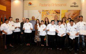 Cidade de Guarujá celebra formatura da Padaria Artesanal