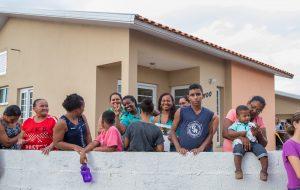 Em SP, CDHU atende famílias para regularização de contratos
