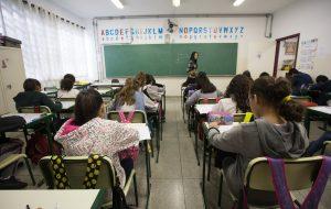 Governo anuncia contratações de professores e benefícios a servidores